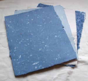 modrý papír