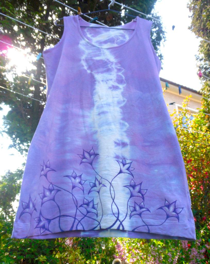 šaty s jarními kvítky